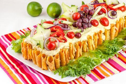 Texmex-voileipäkakku on nuorekas ja superherkullinen voileipäkakku, joka ei taatusti jää pöydälle pilaantumaan!