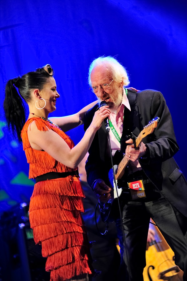 NYE Dublin Festival - Countdown Concert, Imelda May and The Dubliners on stage