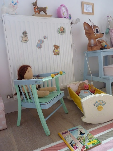 Chaise baumann trop chou de cette couleur dans un petit for Chaise baumann