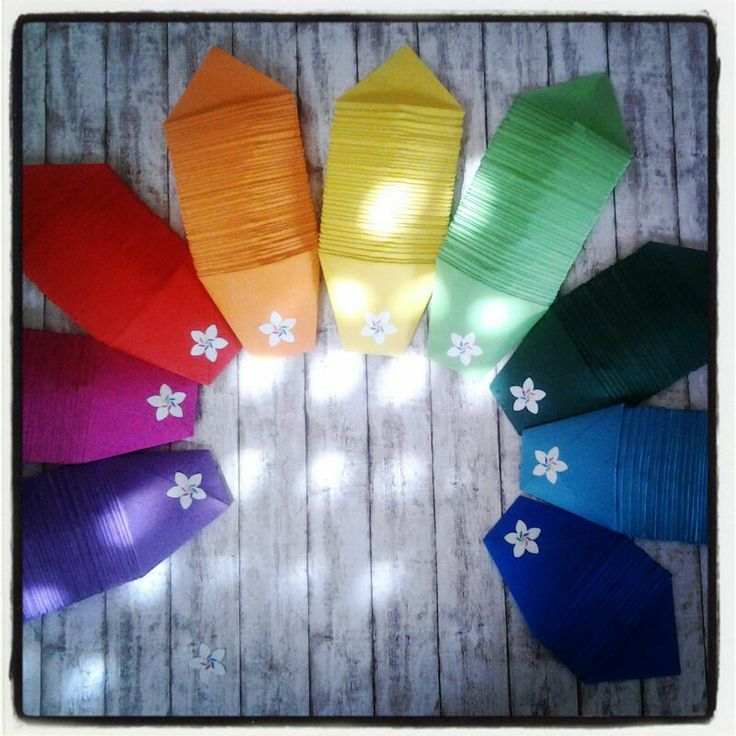 Porta caramelle/confetti in cartoncino colorato con logo adesivo personalizzato