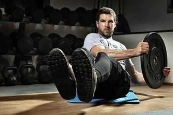 Dan Atherton builds core strength in the gym