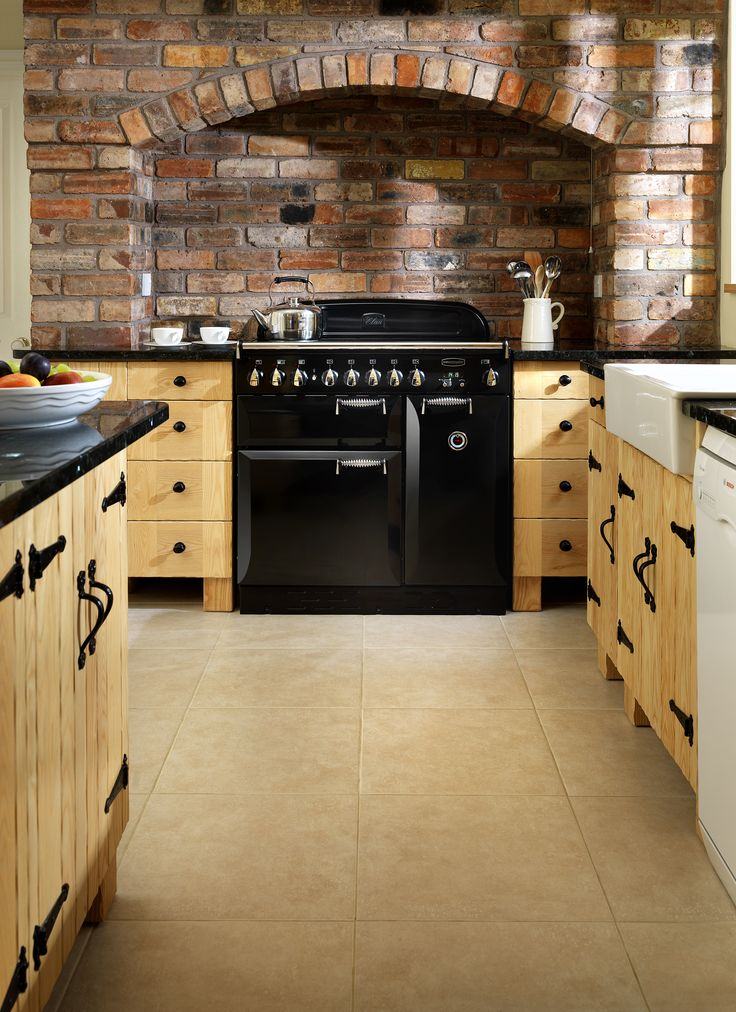 Rangemaster Elan 90 for a distinctly traditional range cooker. The Elan boasts classically styled details such as elegant spiral handles, carefully crafted controls and curvaceous doors. #rangemaster #cookers #range #Yorkshire #country #kitchen