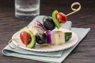Salade grecque sur brochette en collation