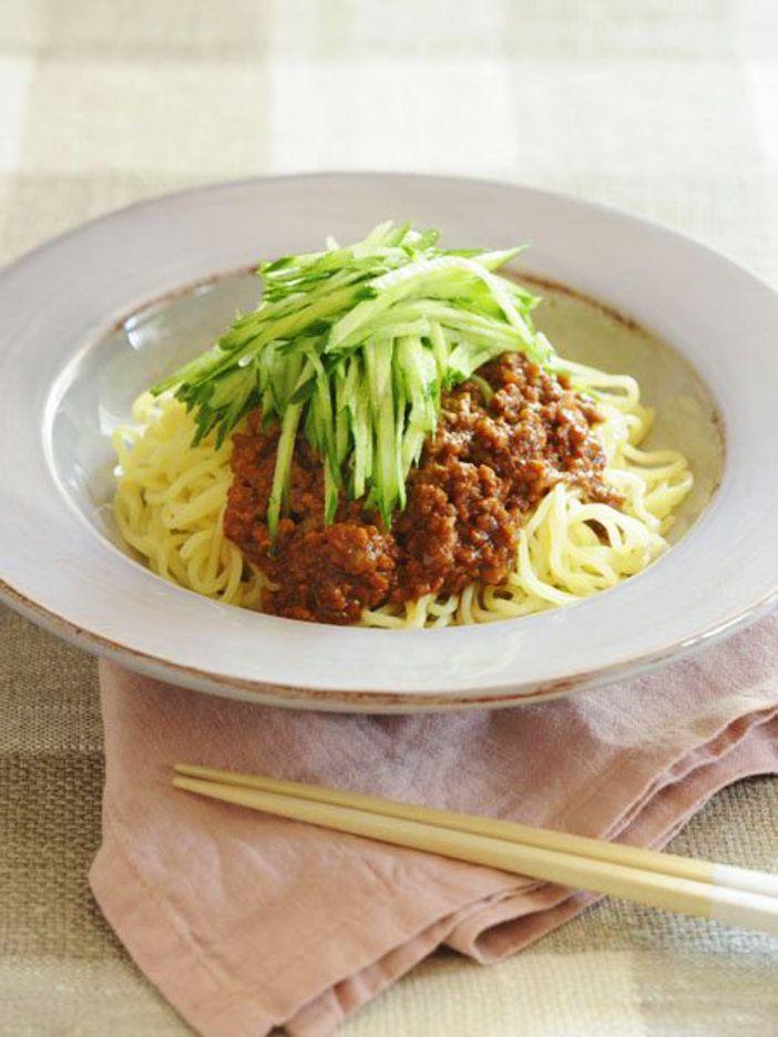 水にさらす必要がないインスタントラーメンは、上手に活用したい乾麺 『ELLE a table』はおしゃれで簡単なレシピが満載!
