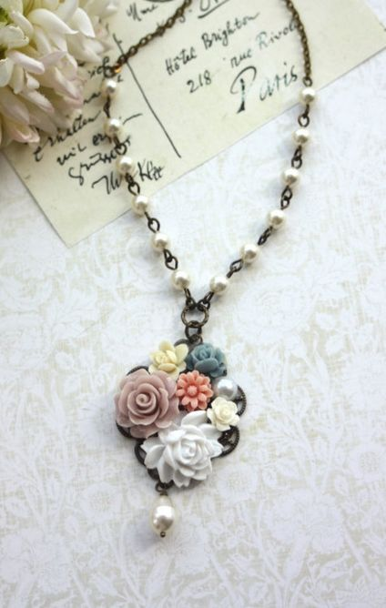 vintage inspired necklace. lovely!