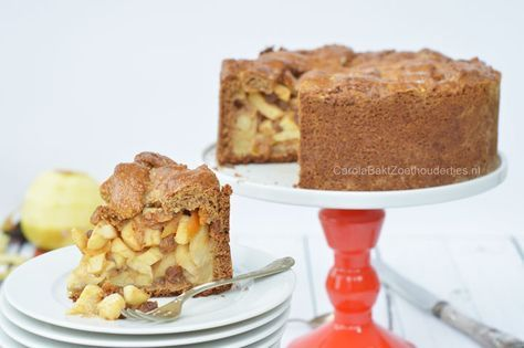Deze gezonde appeltaart a la Rens Kroes bevat veel appel, zowel in de vulling als in de bodem. Rens gebruikt geen vet en maar weinig suiker. Mjam, heerlijk!