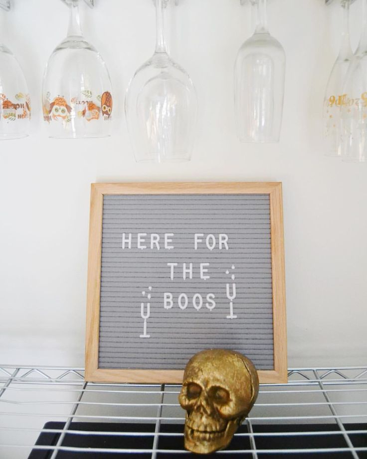 I like to keep my #halloweendecor somewhere on the scale of cute to humorous Her…