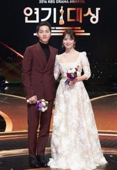 "Song Hye-kyo and Song Joong-ki, ""Happy new year! Thank you!"" @ HanCinema :: The Korean Movie and Drama Database"