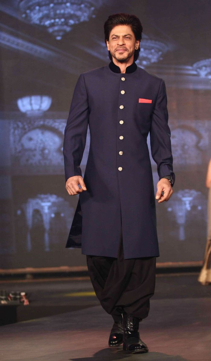 Shah Rukh Khan was charming as always and looked royal in a shervani at the trailer launch of 'Happy New Year'. #Bollywood #Fashion #Style #Handsome