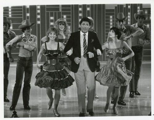 Joe Namath singing & dancing on The Nashville Palace in 1981