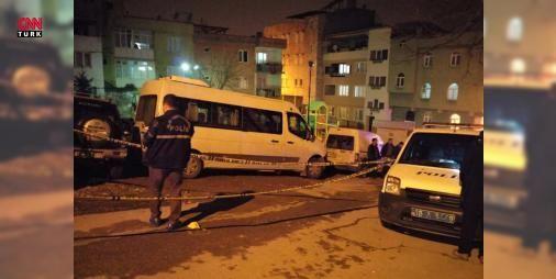 Milli kick boksçu evinde saldırıya uğradı: Kick Boks Milli Takımı sporcusu Mehmet Muhittin Saltık (21), Bursa'da uğradığı silahlı saldırıda yaralandı. Saltık'ın hayati tehlikesi bulunduğu öğrenildi.