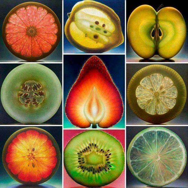 Questo lavoro è una risposta per tutti coloro che non riconoscono la grandezza dei doni naturali messi a nostra disposizione dalla nostra Madre Natura. In questi frutti, ortaggi, cereali e semi che sono elencati e descritti, c'è una meravigliosa pienezza di nutrienti.