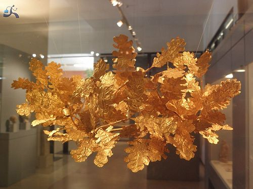 Amfipoli Greek Macedonian crown  Amphipolis Museum holds many interesting finds, including this Hellenistic gold funerary crown, imitating a wreath of oak leaves.   http://www.petersommer.com/blog/archaeology-history/the-tomb-of-roxane/