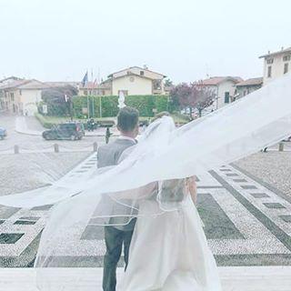 """""""Nella corsia dell'emozione Viaggio in salita e c'è chi mi sostiene Ci proviamo insieme noi?"""" �� #SeNonTe #LauraPausini #LaNostraCanzone #UnMese #24aprile #matrimonio #wedding #instawedding #bride #sposa #groom #sposo #JustMarried #sposi #insieme #together #noi #us #amore #love http://gelinshop.com/ipost/1521757081858203922/?code=BUeXgDal-ES"""