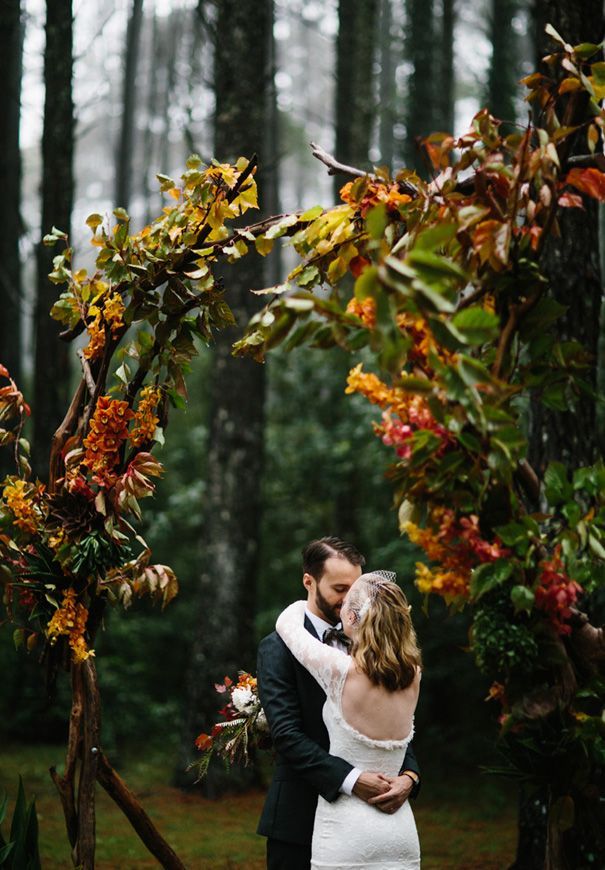 Clear fall air, crisp autumn leaves and deep earth tones. Fall is the perfect season for a rustic wedding. Table setting full of earth tones and farmer's market bounty. Photo by Amanda Dumouchelle. Rentals from Serradella…