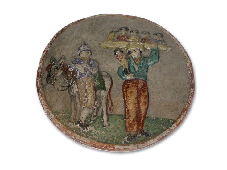 Deze in pijpaarde, gebakken medaillons zijn versierd met afbeeldingen in reliÎf en in felle kleuren beschilderd. Zowel profane als religieuze afbeeldingen sieren de medaillons. De patacons werden tijd