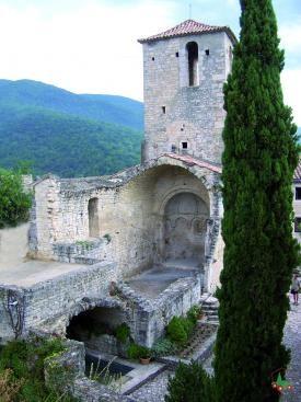 Le Poet-laval, Drôme, France.  Classed among the most beautiful villages of France. Classé parmi les Plus beaux villages de France