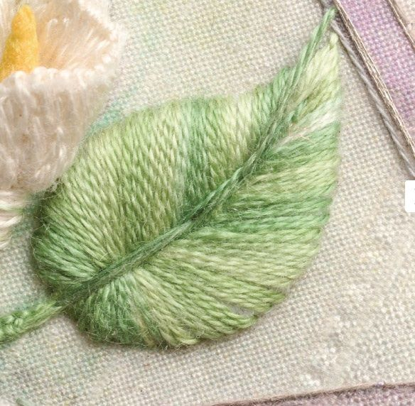 Give your embroidery more dimension and texture with stumpwork! These tutorials make getting started simple. #brazilianembroidery