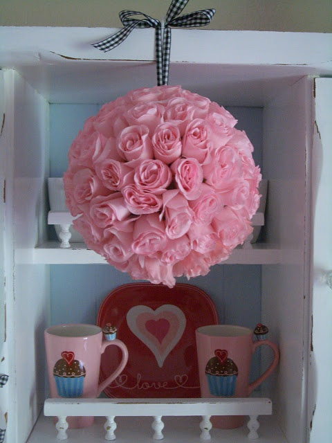Kissing Ball, cute and simple to make: Diy Valentines Day, Flowers Ball, Rose Kiss, Kiss Ball, Rose Ball, Valentine'S S, Rose Bouquets, Pink Rose, Valentines Day Decor