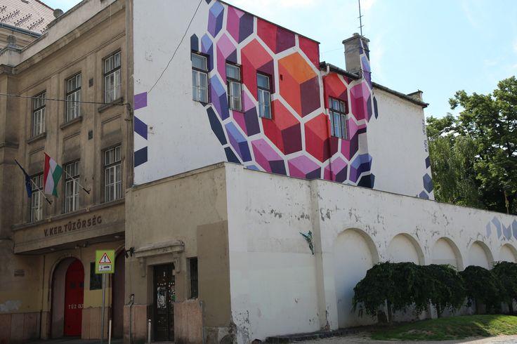 Budapest Mural :http://www.wordfromabroad.com/budapest-street-art-photos
