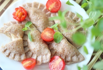 Wholemeal dumplings with feta cheese and tomatoes!