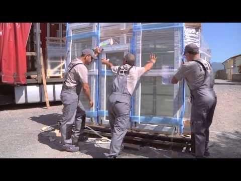 Jak dostarczyć ładunek o łącznej wadze ponad 1000 kg do budynku położonego 305 m n.p.m., gdzie ze wszystkich stron okalają go lazurowe wody morskie i skaliste góry? Dla OKNOPLAST nie ma rzeczy niemożliwych!   Zapraszamy do krótkiego reportażu z dostawy okien helikopterem, która miała miejsce we Włoszech w miejscowości Camogli.