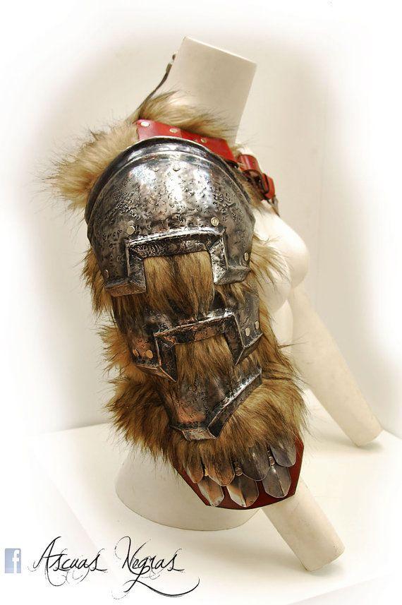 Hombrera de fantasía nórdica de acero y cuero con por AscuasNegras