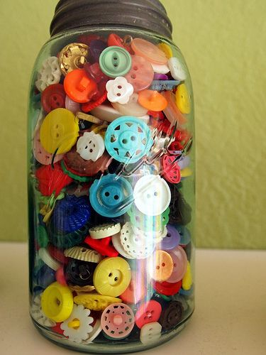 cute!Vintage Buttons, Buttons Buttons, Buttons Jars, Crafts Room, Diy Gift, Jars Of Buttons, Buttons Collection, Mason Jars, Colours Buttons