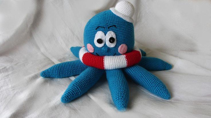 Chobotnička Emička Chobotnice je háčkovaná.Délka : 43 cm.Výška: 24 cm  Dle návodu Kamlin