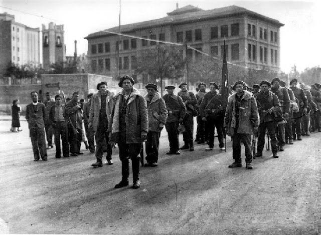 Spain - 1936. - GC - Brigadistas de la XI Brigada Internacional formados en la Plaza de la Moncloa antes de entrar en combate.