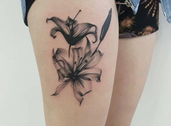 die besten 17 ideen zu oberschenkel tattoos auf pinterest. Black Bedroom Furniture Sets. Home Design Ideas