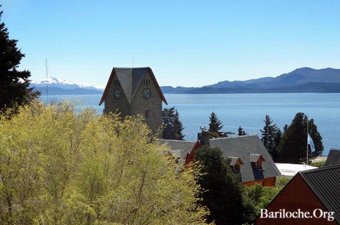 Hola a todos! Foto de la semana: El centro cívico y el Nahuel Huapi. Excursiones #Bariloche: www.bariloche.org