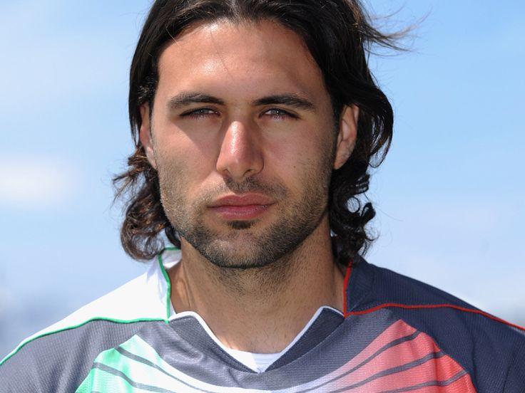 Salvatore #Sirigu a été la première nouvelle recrue du #PSG. Ancien gardien de #Palerme. Le gardien italien a su s'imposer dans le club de la capitale.
