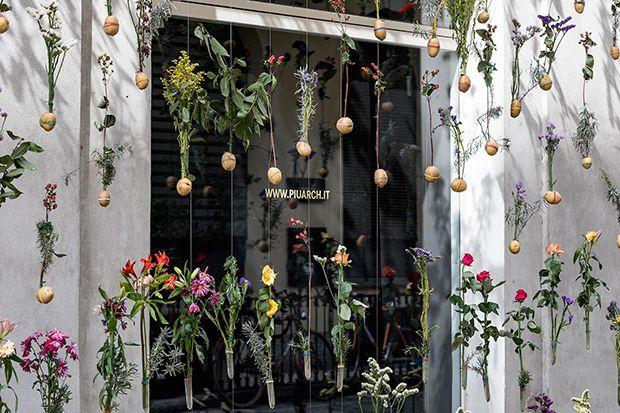 Estúdio Piuarch, Milão - intervenção artística com 2 mil flores