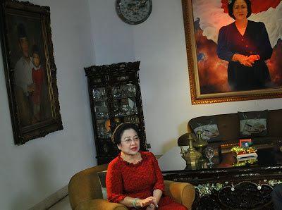 """""""Nah, ini semua sebetulnya bermula dari Megawati yang pada saat dirinya berkuasa justru mengalokasikan rumah seharga Rp20 miliar untuk dirinya sendiri sebagai Presiden pada saat itu. Akhirnya terus ditradisikan,"""" kata dia."""