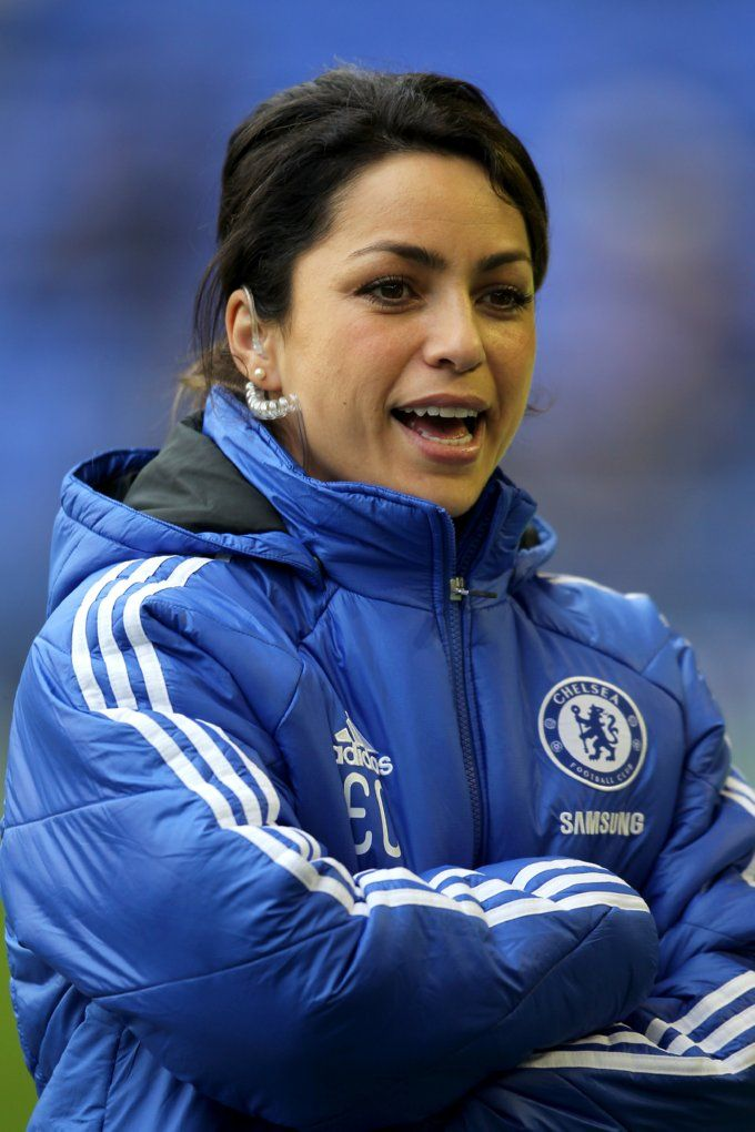 Eva Carneiro, Chelsea first-team doctor. Even looks hot when she's working. F I T!!!