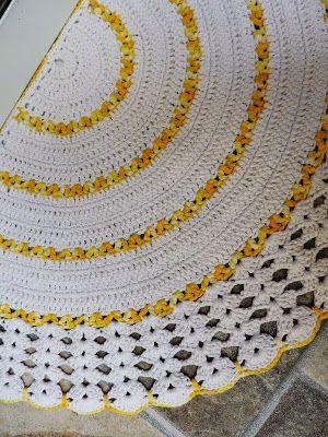 Artesanato com amor...by Lu Guimarães: Tapete Meia Lua Em Crochê - By Soraia Bogossian.
