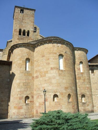 Publicamos el Monasterio de Leyre es uno de los destinos 5 estrellas del Románico en España.