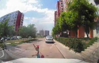 Осторожно! Дети и их мамаши на дороге