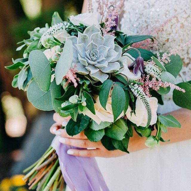 Любимчик наш 😍  Фото: @jkorotchenkova  Ссылка на статью о свадьбе в стиле Ботаник (активная в профиле) ⬇️⬇️⬇️ http://wedart.com.ua/svadbyi/svadba-v-stile-botanik/  #botanic #botanicwedding #green #greenwedding #ботаник #свадьбаботаник #букетневестыкиев #свадебныйбукеткиев #bridebouquet #wedding_art_decor #wedart #wed_art #weddingart #decor #weddingdecor #kiev #kievweddingdecor #свадьбавкиеве #декоркиев #флористикакиев #свадьба #флористкиев #мысчастливы #мы_женим_людей #follow #followme…