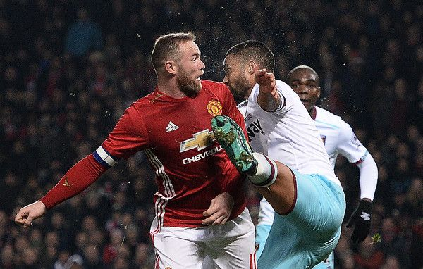 Manchester United's English striker Wayne Rooney (L) reacts after clashing with the foot of West Ham United's New Zealand defender Winston Reid during the EFL (English Football League) Cup quarter-final football match between Manchester United and West Ham United at Old Trafford in Manchester, north west England, on November 30, 2016. / AFP / Oli SCARFF / RESTRICTED TO EDITORIAL USE. No use with unauthorized audio, video, data, fixture lists, club/league logos or 'live' services. Online…