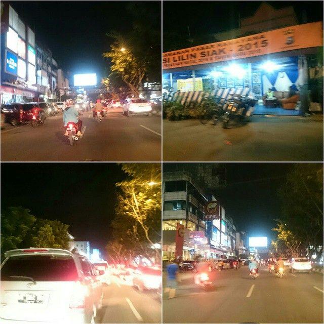 Suasana lalu lintas di Jalan Sudirman menjelang malam tahun baru 2016  Ade kah Encik dan Puan yg kene macet?  #instagramPKU #infoPKU #Pekanbaru