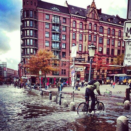 Herbstliches #Hochwasser am #Hamburger #Fischmarkt #Hamburg #EuropaPassage #EuropaPassageHamburg