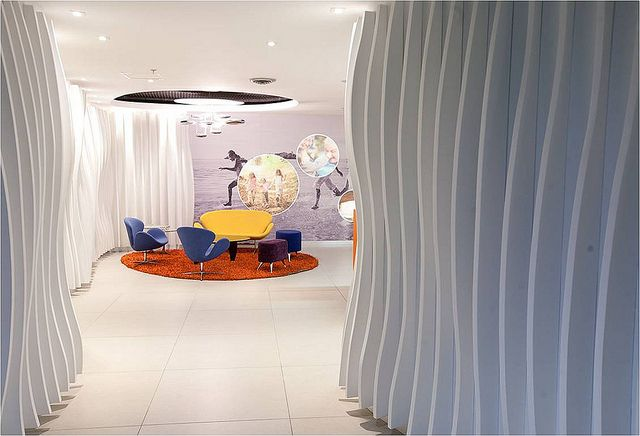 OFICINAS GLAXO SMITHKLINE by The Magic circle, via Flickr