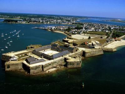 Lorient fort de Port Louis guide touristique du Morbihan Bretagne
