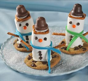 Marshmallow Snowmen- sweet treat! Repin to win a $50 Walmart gift card