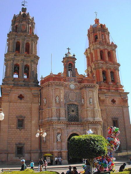 CATEDRAL DE SAN LUIS DE POTOSÍ. MEXICO. fue construida en el año 1670 terminándose el 1730, la obra se debe al arquitecto Nicolás Sánchez