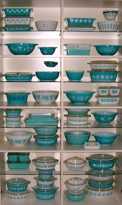 Swoon. Only have a couple of these aqua Pyrex pieces.