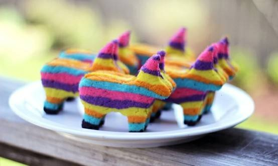 I'm so going to make these! cinco de mayo pinata cookies