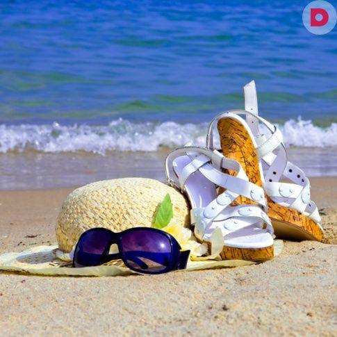Самая удобная обувь для жаркого лета, безусловно, сандалии. В продаже их великое множество: сандалии на платформе, на танкетке, на небольшом каблучке, с ремешками, пряжками, бусинами… Среди огромного выбора остается лишь найти свои.